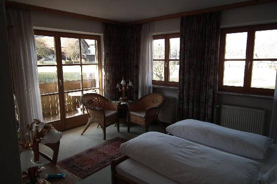 Kurhotel Rupertus: Room n° 7 with wood furniture