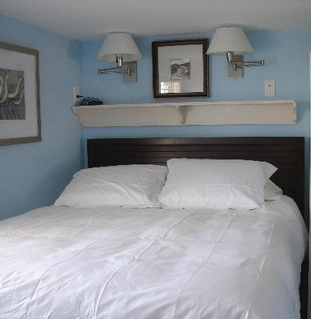 Fiesta Key RV Resort & Marina: Deluxe cottage master bedroom