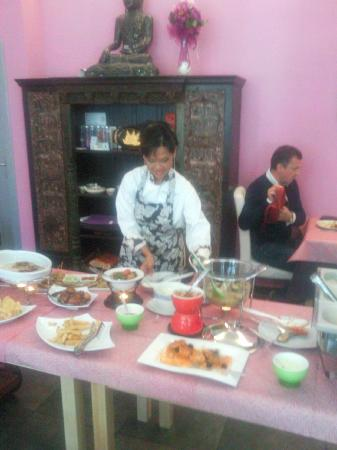 Villa Supatra Club House: supatra prepara il buffet