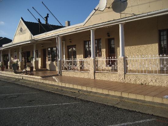 Wakkerstroom Country Inn: The Country Inn is in the Wakkerstroom village center