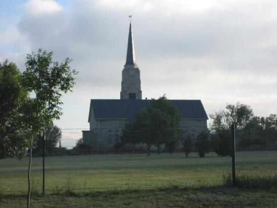 Wakkerstroom Country Inn: Across the street, the NG church