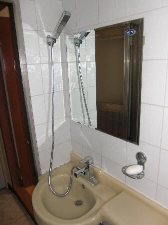 Daewoo Motel : Baño de la habitación