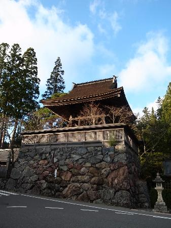 Rokuji-no Kane : ここの右側に公衆トイレがあります