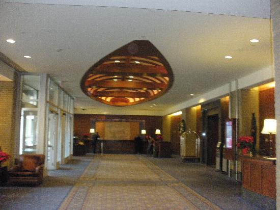 Hyatt Regency Calgary: Lobby area