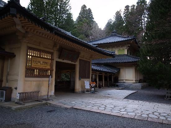 Koyasan Reihokan Museum: 右側