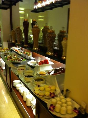 Essence Hanoi Hotel & Spa : breakfast buffet