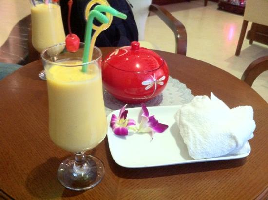 Essence Hanoi Hotel & Spa: welcome mango drink