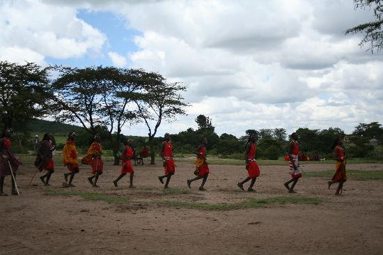 Entumoto Safari Camp: Masaai lion dance