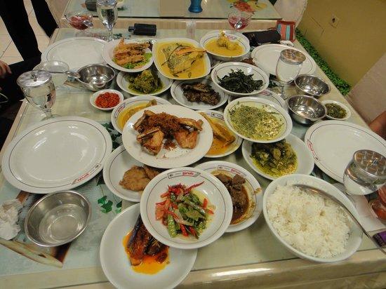 Restaurant Garuda Padang: Yummy food