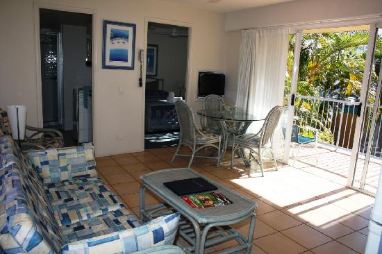 Beachside Mooloolaba Sunshine Coast: lounge/kitchen