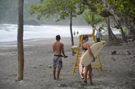 Copacabana Hotel & Suites: Sufers in Manuel Antonio not far from the hotel