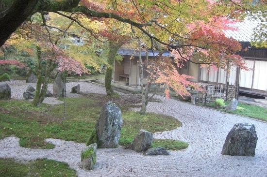 Komyozenji Temple : Komyozenji rock garden in back