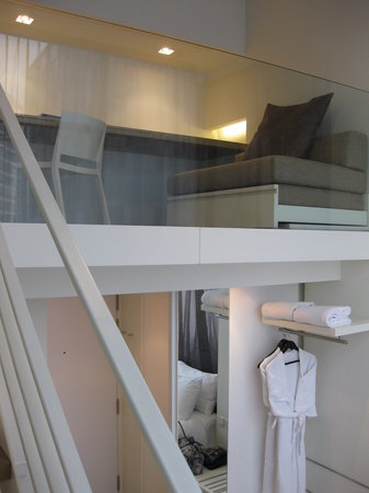 Studio M Hotel: The mezzanine - better when the bed is up here!