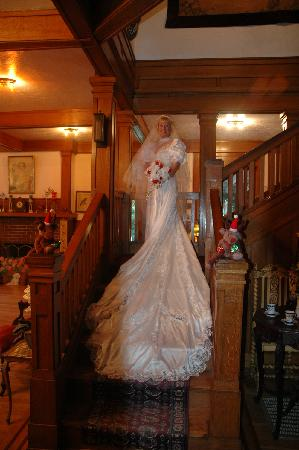 Herlong Mansion Bed and Breakfast Inn: Inside Staircase