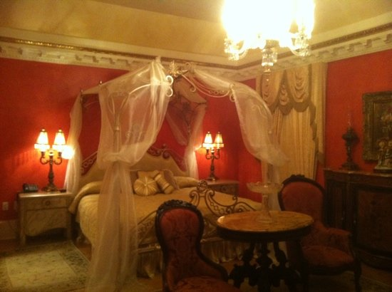 Foley, AL: bridal suite / room #10