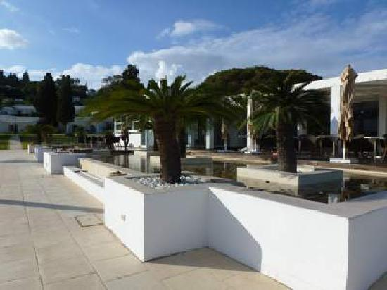 Mövenpick Hotel Gammarth Tunis : Area in front of The Breeze restaurant