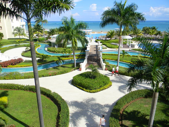 Iberostar Rose Hall Suites: Hotel grounds