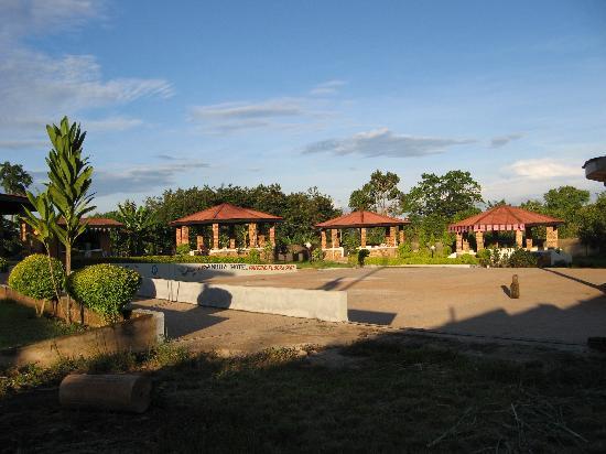 Hotel Sanbra: Outside Bar premises