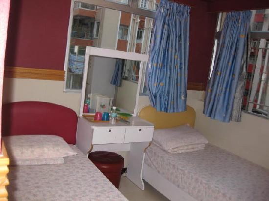 Comfort Hostel HK: the twin room