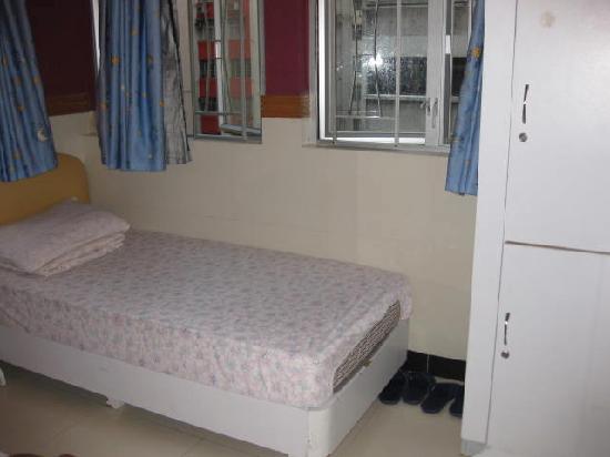 Comfort Hostel HK: lockable storage lockers in the room