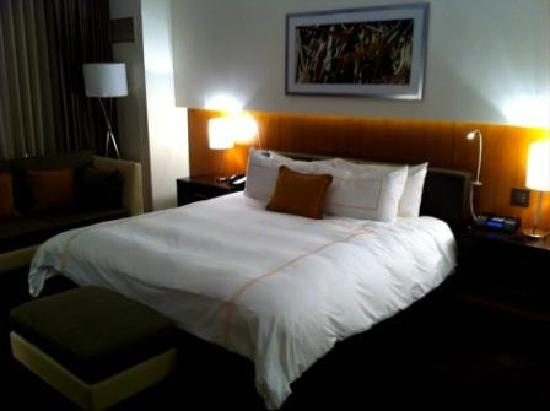 Hotel Arista: The Bed
