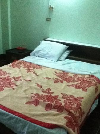 Boonbundan Guesthouse : bed...