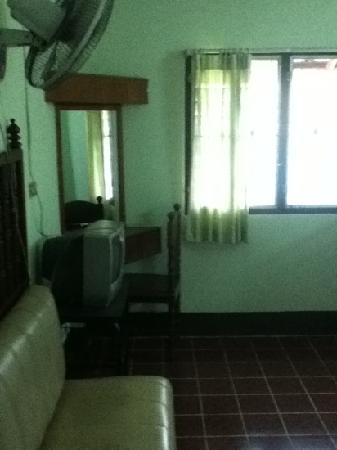 Boonbundan Guesthouse : window...