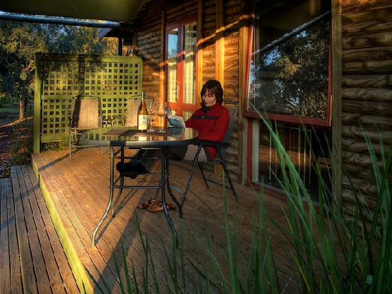 Southern Grampians Cottages: Large decking