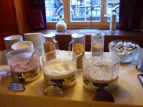 Hotel Ochsen: Cereals Counter