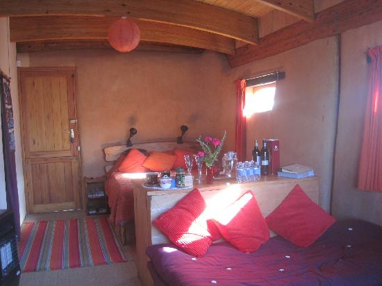 Samhitakasha Cob House Organic B&B: Interior of Room