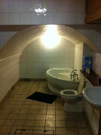 Hotel Montana Excel: kill room bathroom
