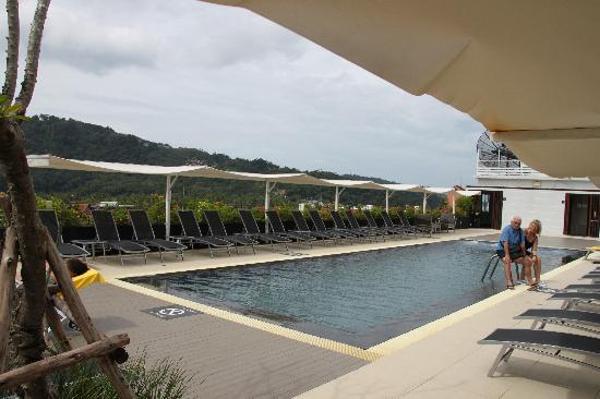 Ashlee Hub Hotel Patong: Pool
