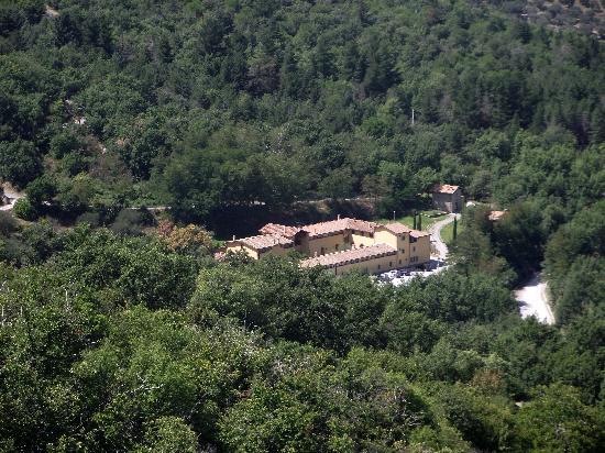 Residence Terre Gialle: il residence visto da castel del piano