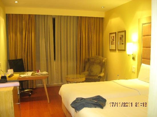 Royal Orchid Central: The rooms
