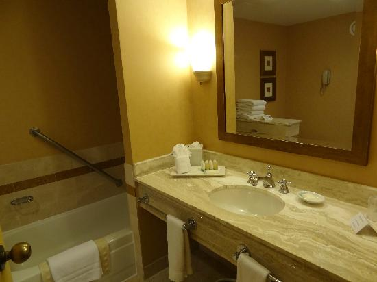 InterContinental Chicago: Bathroom