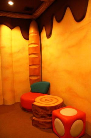 The Adventure Hotel : Bread & Butter - Corner of the room