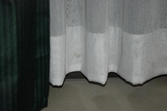 La Quinta Inn & Suites Andover: Mold growing up the curtains....