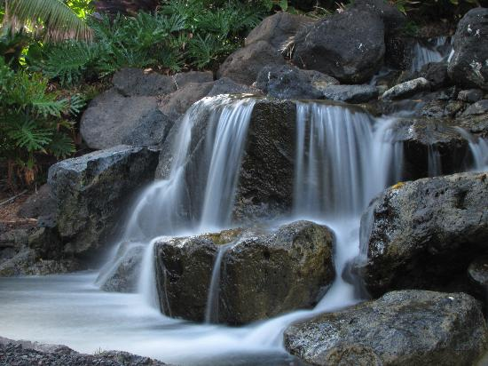 Fairmont Orchid, Hawaii: One of the many waterfalls in the hotel grounds