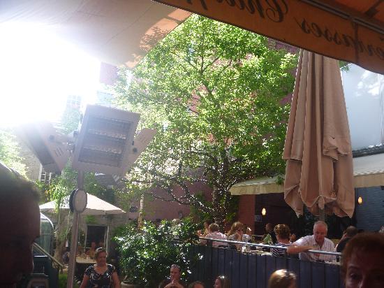 Brunch en terrasse picture of jardin nelson montreal for Jardin nelson montreal menu