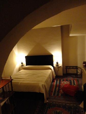 J & J Historic House Hotel: il letto