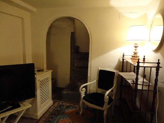 J & J Historic House Hotel: la scala che porta al soppalco