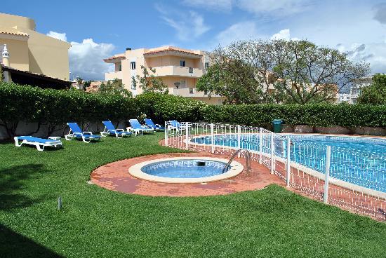 Monaco Hotel: piscina