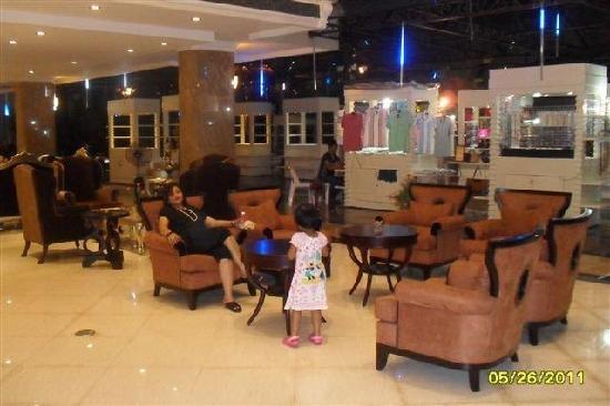 LK The Empress: The Lobby