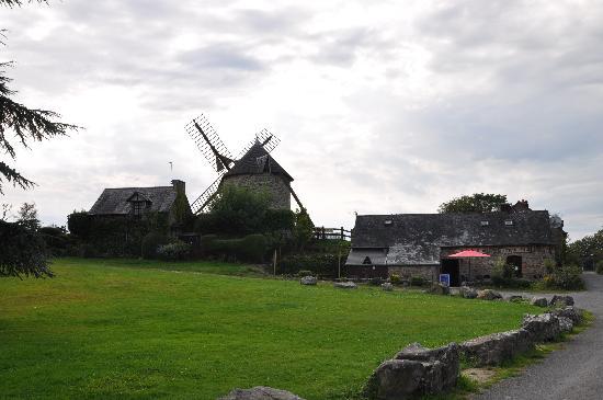Hotel du Tertre : Le moulin du Mont, crêperie.