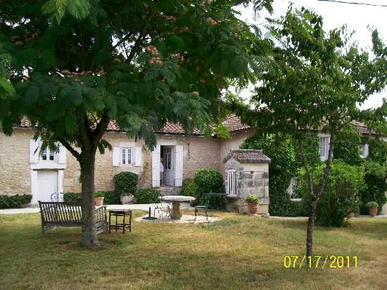 La Petite Clavelie : This is the charming home you see when you first drive on the property.