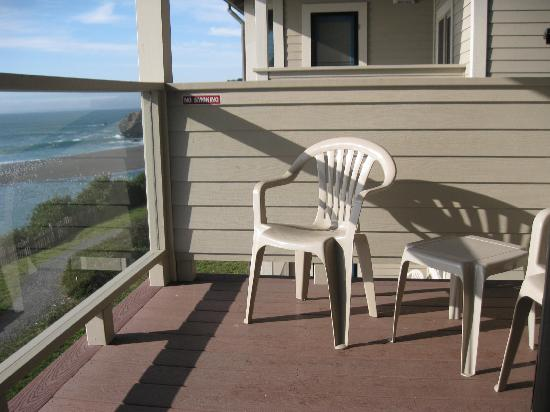 Seacliff Motel on the Bluff: Nice deck to enjoy your ocean view