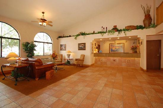 BEST WESTERN Grande River Inn & Suites: meet your friends and family in the large lobby