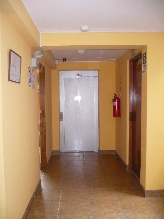 Miraflores Suites Centro: Pasadizos