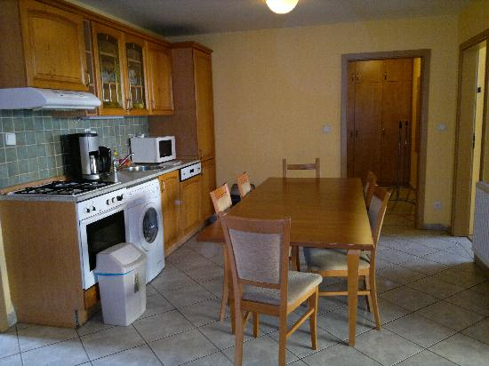 Capital Apartments: Kitchen/Dining