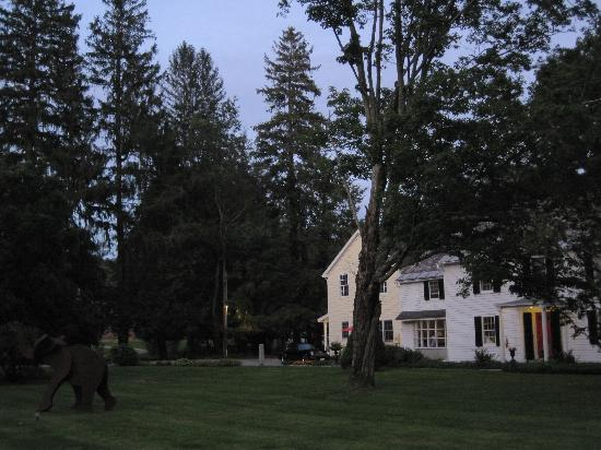 Starbuck Inn Bed and Breakfast: view from the front lawn